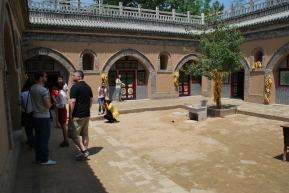 bis-vor-wenigen-jahren-lebten-in-den-wohnhohlen-von-zhu-lin-noch-bauern-unter-der-erde