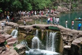 menschenmassen-im-naturschutzgebiet-yuntaishan